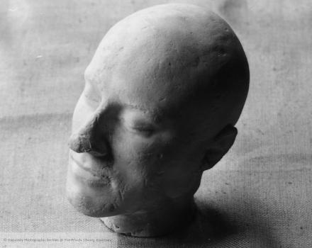 Tapner's death mask head by Carel Toms (c) Priaulx Library Guernsey